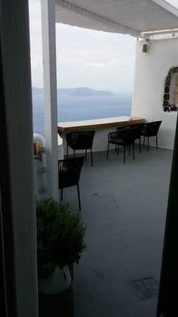 Aroma Suites: The view through our door