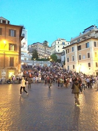 Hotel San Carlo: The Spanish steps...
