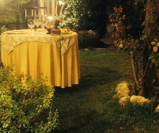 Candele Da Giardino Milano : Cena a lume di candela in giardino foto di la pobbia