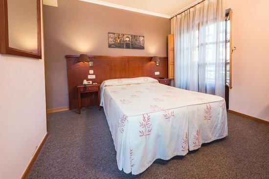 Hotel Herradura: Habitación con cama matrimonial