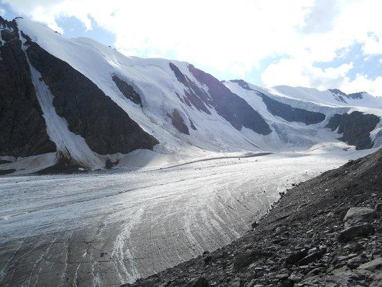 Kuray, روسيا: Язык ледника Актру