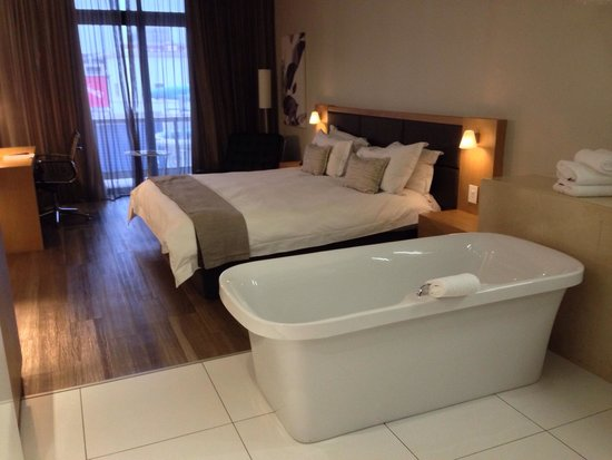 AHA Gateway Hotel: Chambre