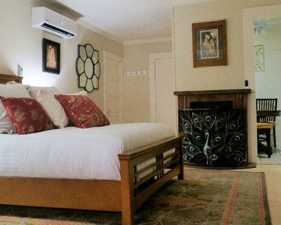 Coloma Spring Suites: Daffodil Suite