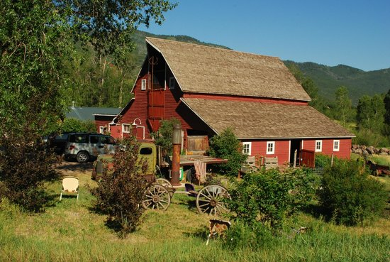 Four Mile Creek Bed and Breakfast: Barn from 1919