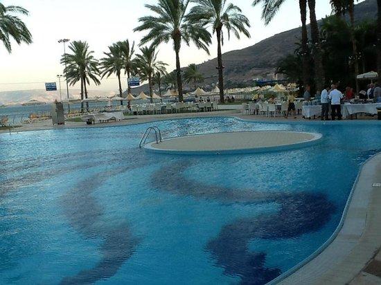Gai Beach Resort Spa Hotel: Swimming Pool