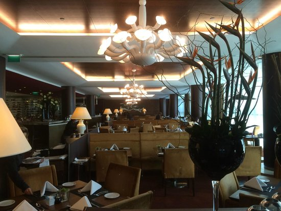 Sheraton Porto Hotel & Spa : Restaurant with the Wonderful Breakfast Buffet