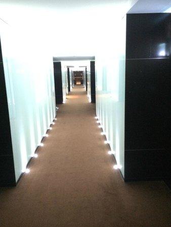 Sheraton Porto Hotel & Spa: Disco Club like hallways
