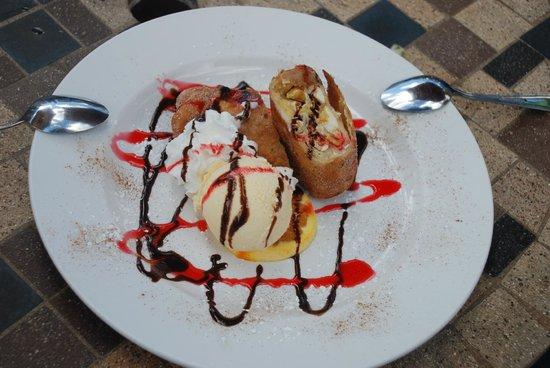 La Cueva Cafe: Mango Chimichanga