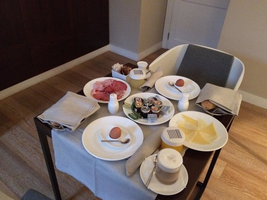 Escalus Luxury Suites Verona: Breakfast delivered to our room was great!