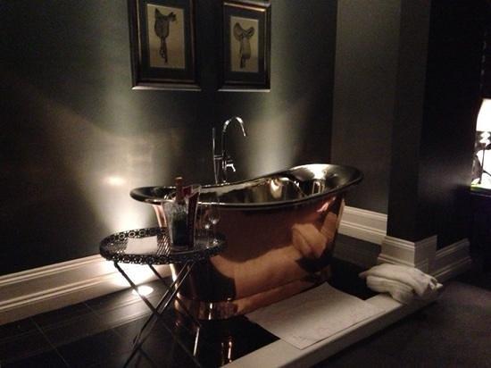 Swynford Manor : the bath