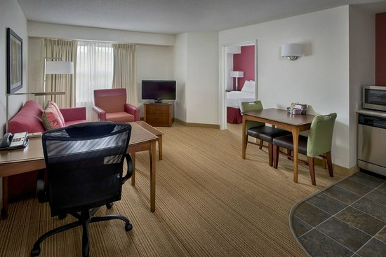 Residence Inn Marriott: One bedroom suite