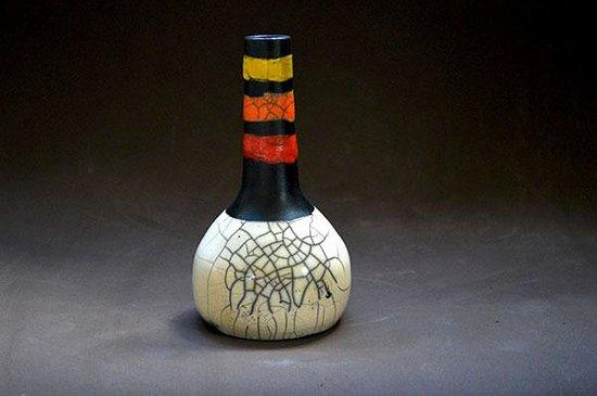 Anand Atelier: garrafa pequena em raku