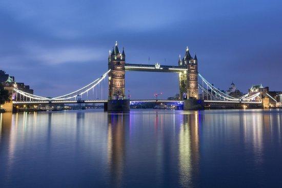 Cities at Dawn Photography Workshops: Blue Hour Bridge - London At Dawn Workshop