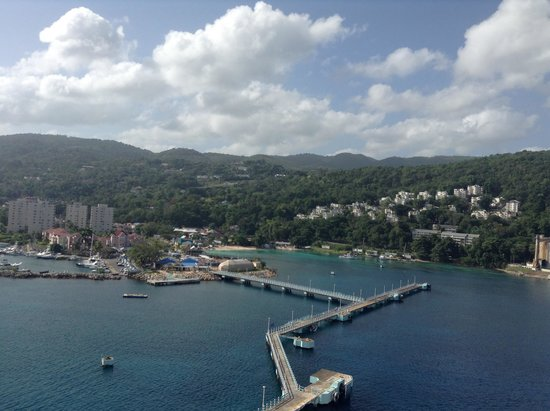 Ocho Rios Bay Beach: View from the Carnival Victory