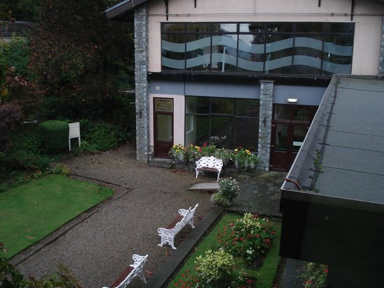 Lodore Falls Hotel: View of spa & pool
