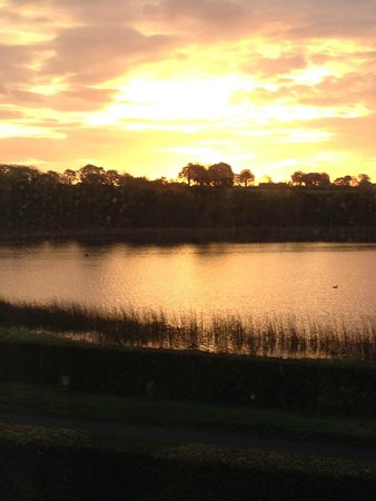 Roughan Lough B&B: sunset