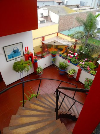 Peru Star Apartments Hotel: From the stairway to the third floor