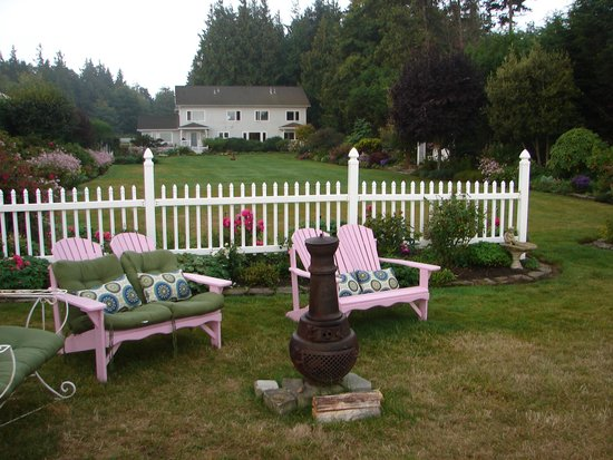 Sea Cliff Gardens Bed & Breakfast : gardens from the cliff edge