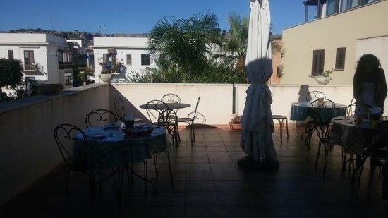 Mariposa B&B : terrazza colazione