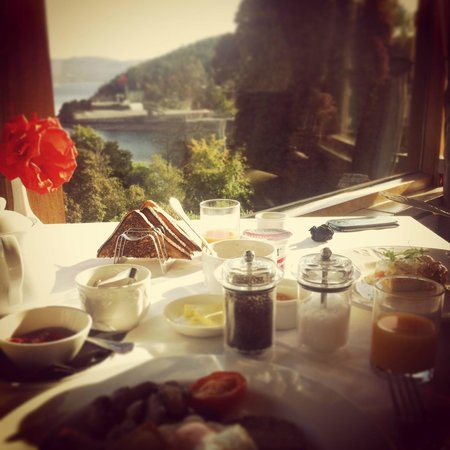 Stonefield Castle Hotel: breakfast with a view
