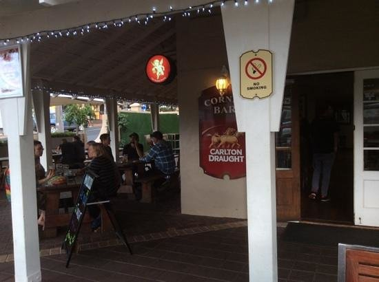 Margaret River Hotel: Heated Outdoor area on the Corner Bar