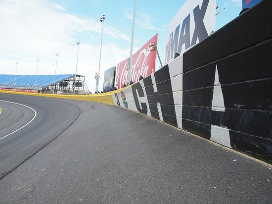 Crash protector double wall fotograf a de charlotte motor for Charlotte motor speedway concord parkway south concord nc