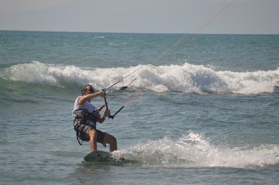 Costa Rica Stand Up Paddle Boarding: Kite surfing from December to March.
