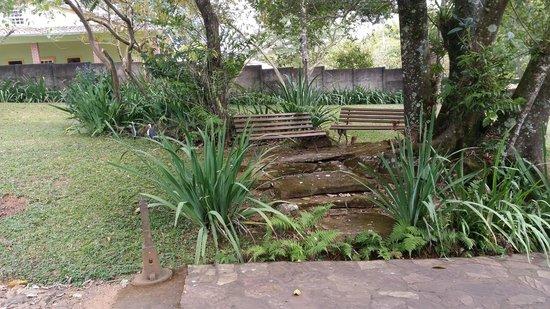 Pouso Alforria: Vista da paisagem a partir de um banco no jardim