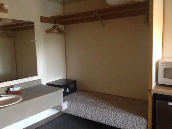 Timbers Motel: Vanity and closet area with a safe