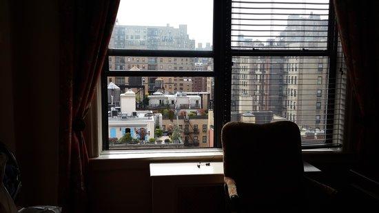 The Milburn Hotel : vista de la habitacion
