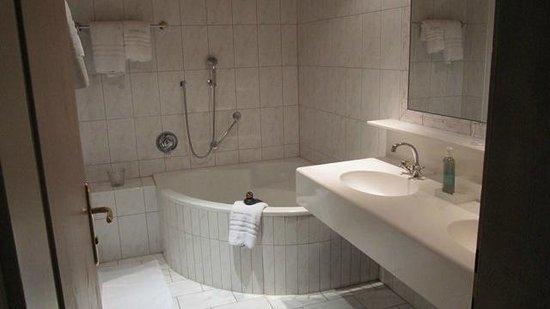 Schönherr Haus: Bathroom