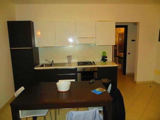 Aparthotel Por do Sol: Kitchen