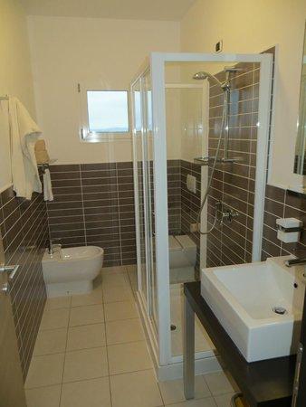 Aparthotel Por do Sol: Bathroom