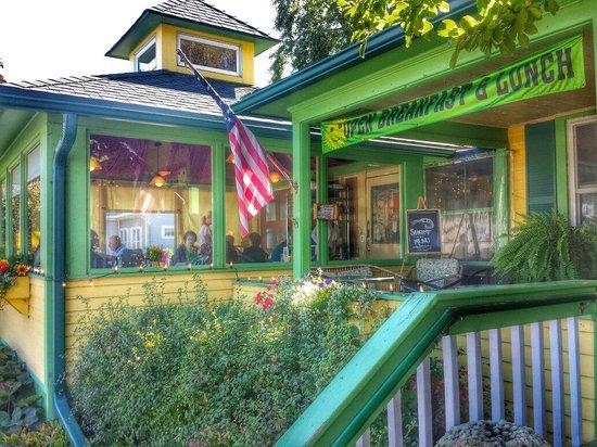 Chickadee Cottage Cafe: Outside