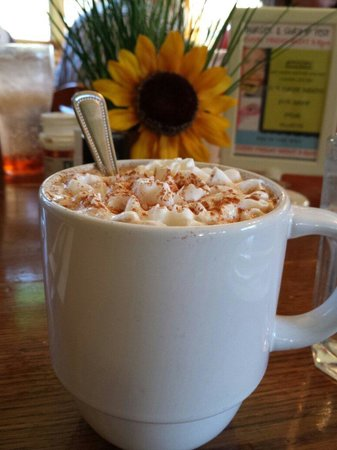 Chickadee Cottage Cafe: Pumpkin latte