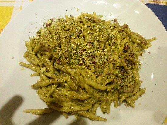 La Confraternita dell'Uva: Trofie pistacchio e prosciutto cotto