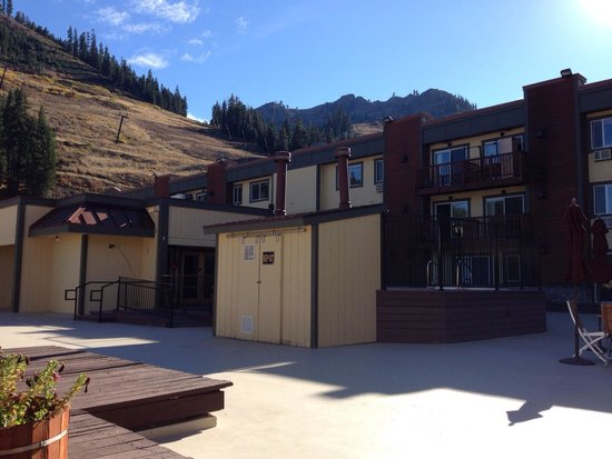 Red Wolf Lodge at Squaw Valley : View from sun deck