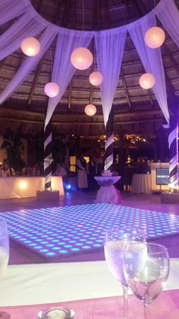 Dreams Riviera Cancun Resort Spa Set Up Of A Wedding In The Steak House