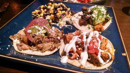 Anejo Mexican Bistro & Tequila Bar: Tres tacos... Excellent!