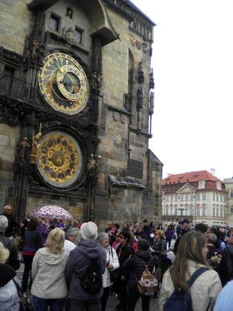 Prague Airport Transfers : Start of tour at the astronomical clock