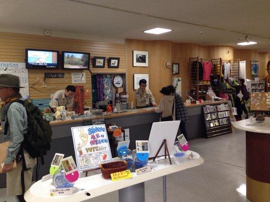 Shiretoko Nature Center: 手づくり展示ががんばってます。
