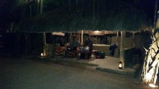 Nuga Gama at Cinnamon Grand Colombo: band