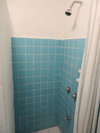 Caribo Cozumel: Hot and Cold Shower
