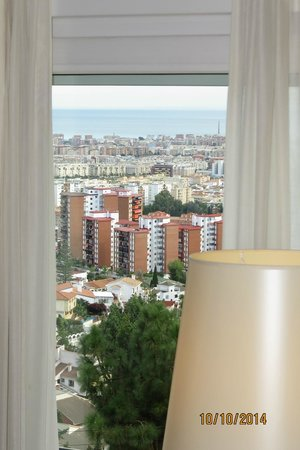 Hotel Villa Guadalupe: View from bedroom down into Malaga