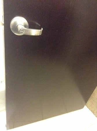 Holiday Inn Express Hotel & Suites Kodak East-Sevierville : a simple wipe down would have improved things significantly