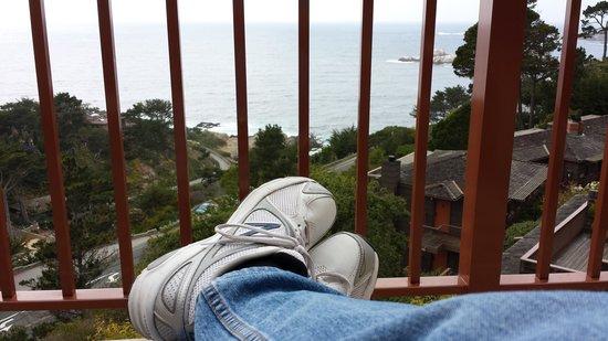 Tickle Pink Inn: Relaxing on balcony