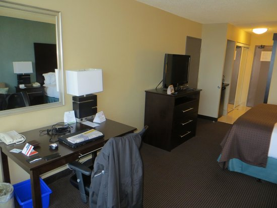 Holiday Inn Pointe Claire Montreal Airport : Work desk