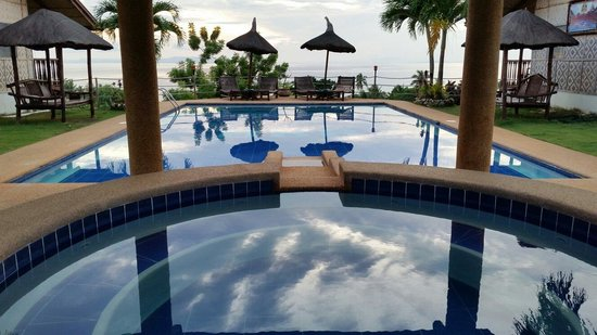 Bodos Bamboo Bar Resort: Jacuzzi and pool