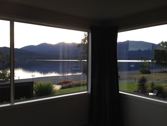 Fiordland Lakeview Motel and Apartments: Our view!