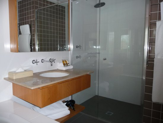 Grand Mercure The Vintage Hunter Valley: More Bathroom